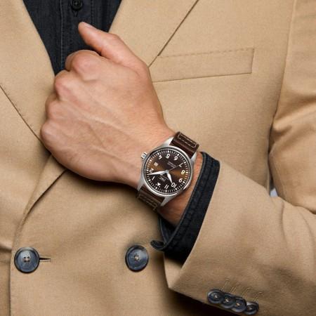 Montre D'AVIATEUR Mark XVIII, Bracelet en veau typique, vue portée