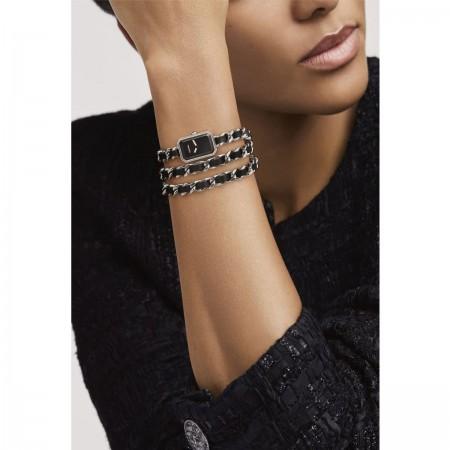 Montre Première Rock - Triple tour en acier et cuir noir, cadran noir - CHANEL - Vue portée
