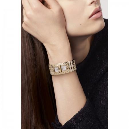 Montre CODE COCO PIXEL - OR BEIGE et diamants - CHANEL - Vue portée